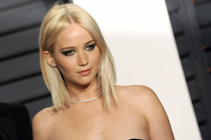 Le carré plongeant de Jennifer Lawrence