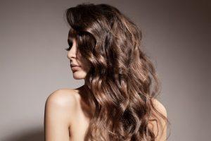 cheveux avec boucles